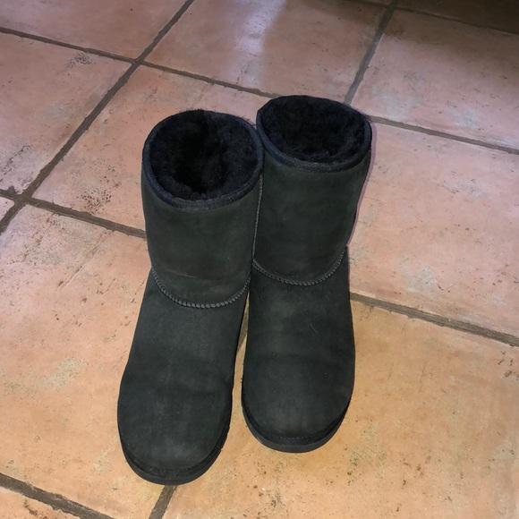 fe108ac71bf UGG classic kids size 5 black